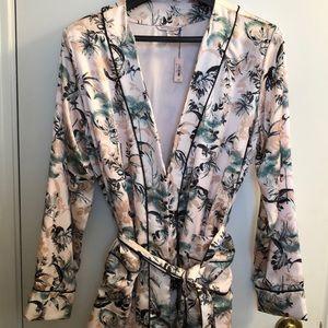 NWT Victoria Secret Satin Short Robe size M